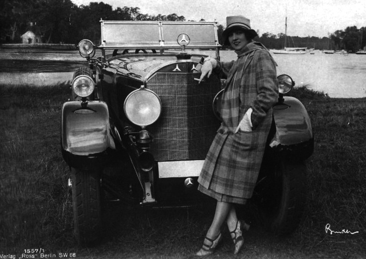 Lucy Doraine, hungarian actress in front of a Mercedes Benz, 1927